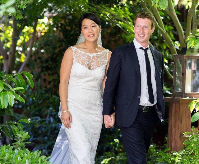 Mark Zuckerberg Marries Longtime Girlfriend Priscilla Chan In Their Backyard