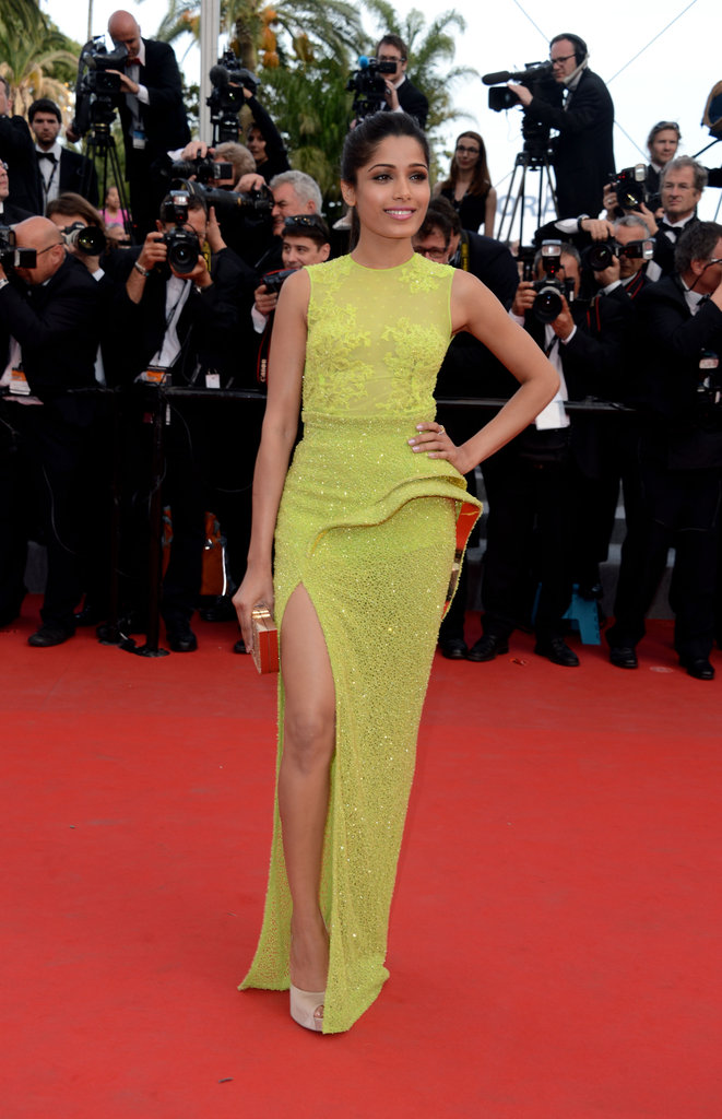 Freida Pinto lit up the De Rouille et D'Os red carpet in Atelier Versace with both a high-impact slit and high-wattage hue.