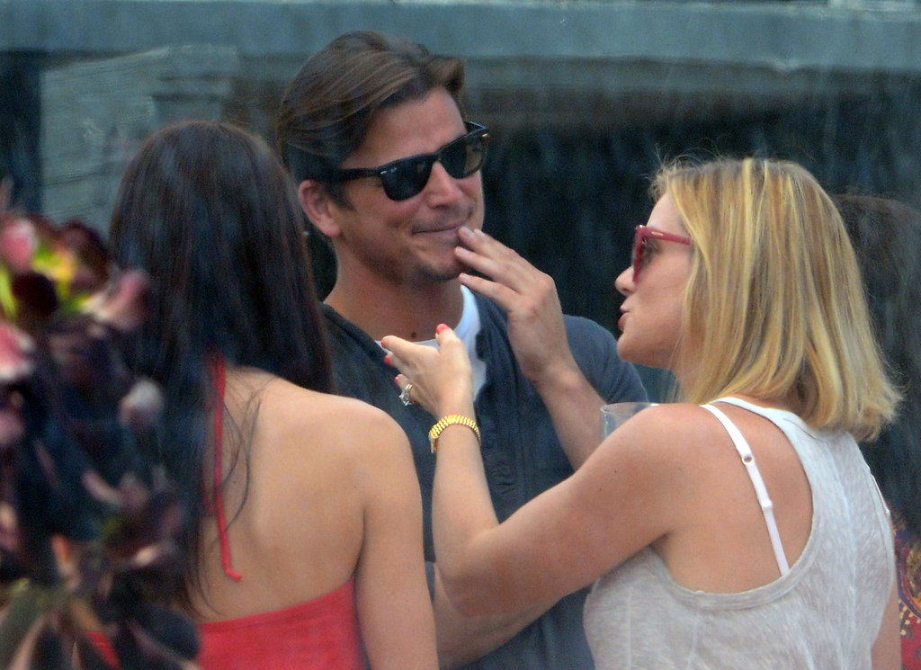 Josh Hartnett chatted with friends at Joel Silver's Memorial Day party in LA.