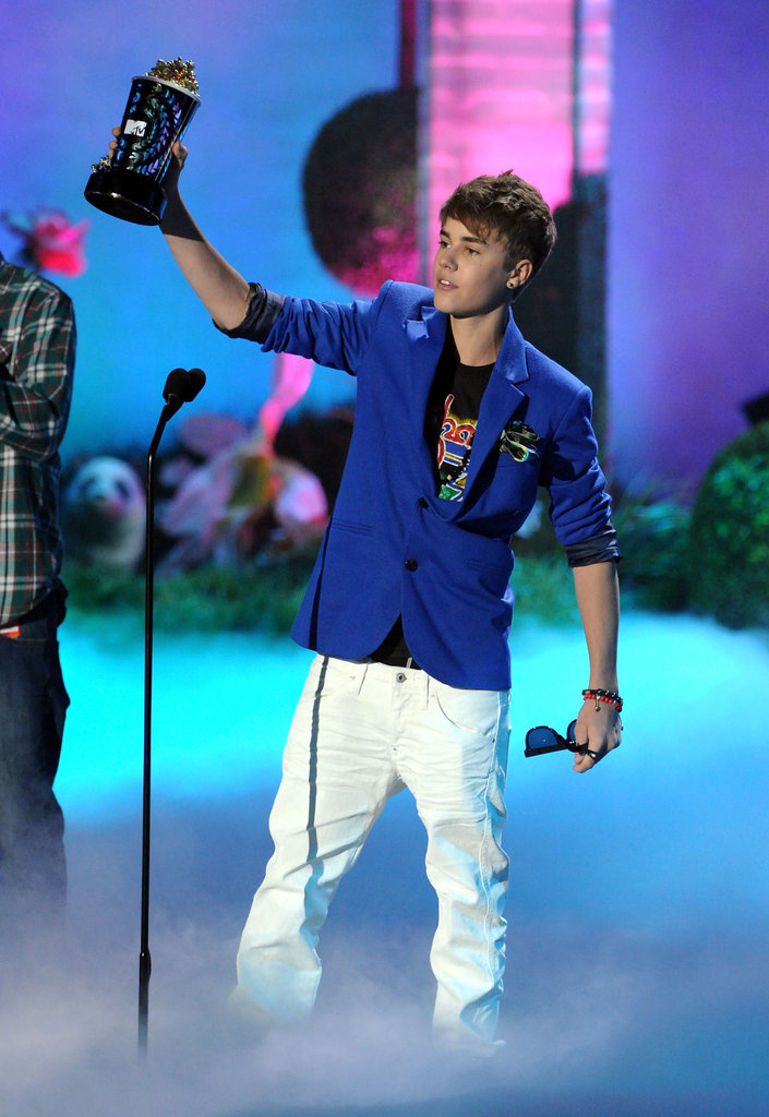 Justin Bieber raised his golden popcorn on stage in 2011.