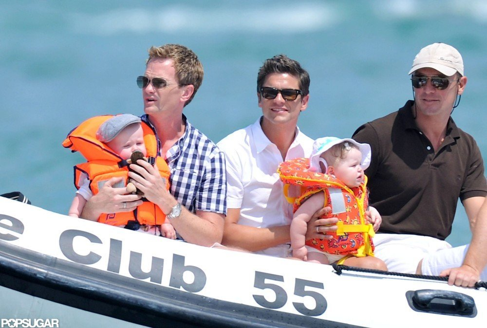 In August 2011, Neil Patrick Harris and David Burtka vacationed with their twins Gideon and Harper in St.-Tropez.