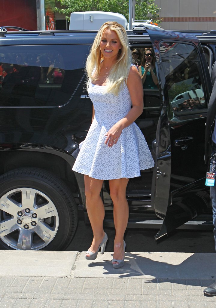 Britney Spears stepped out of an SUV.