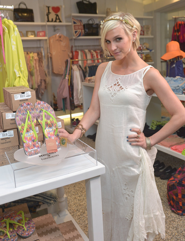 Ashlee Simpson arrived wearing the Missoni Havaianas and posing with them in the store.