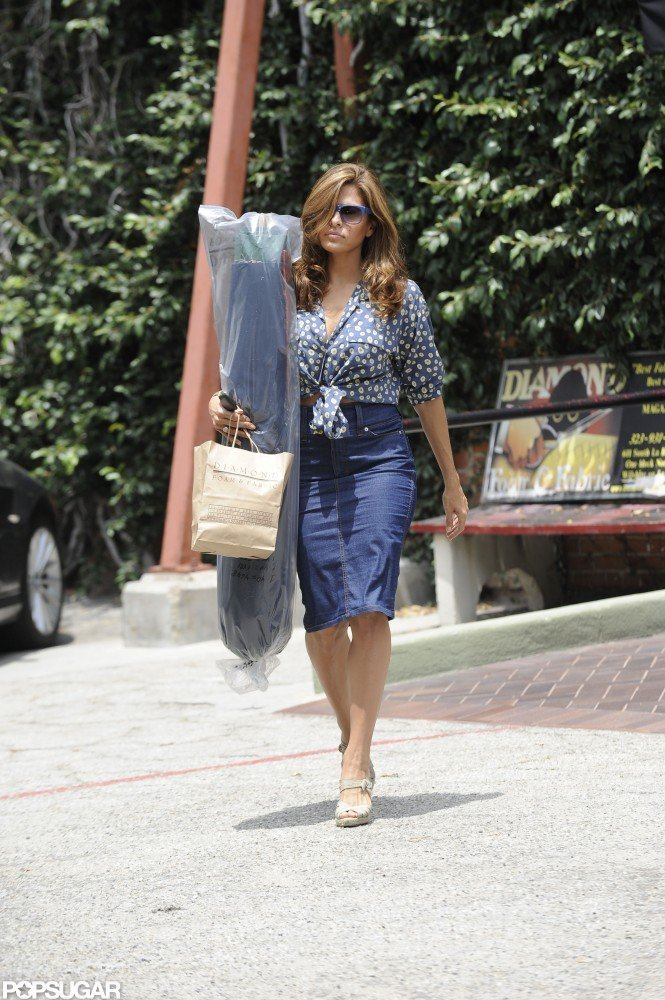 Eva Mendes wore a chic Summer outfit while shopping in LA.