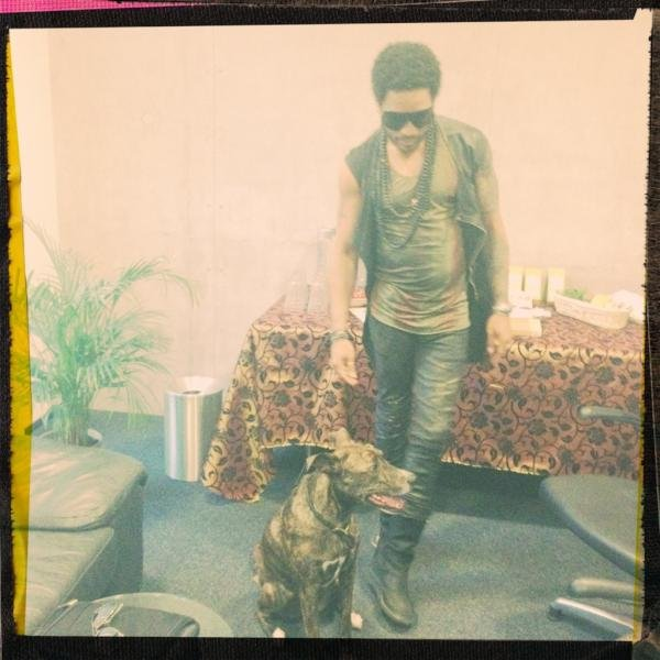 Lenny Kravitz spent time with his dog before going on stage in Germany. Source: Twitter user LennyKravitz