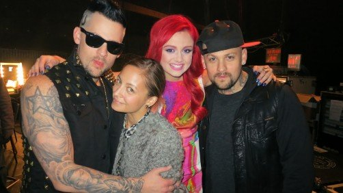 Joel Madden, Nicole Richie, Sarah De Bono and Benji Madden took a group shot behind the scenes at The Voice. Source: Twitter user nicolerichie