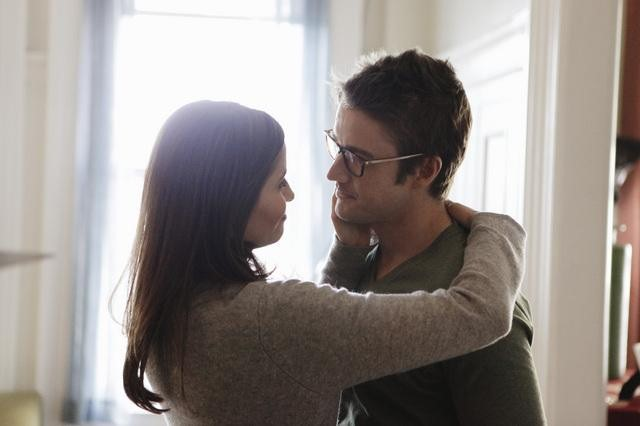 Mercedes Masohn and Robert Buckley on 666 Park Avenue.