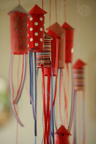 Crafts: July 4 Confetti Popper Rockets