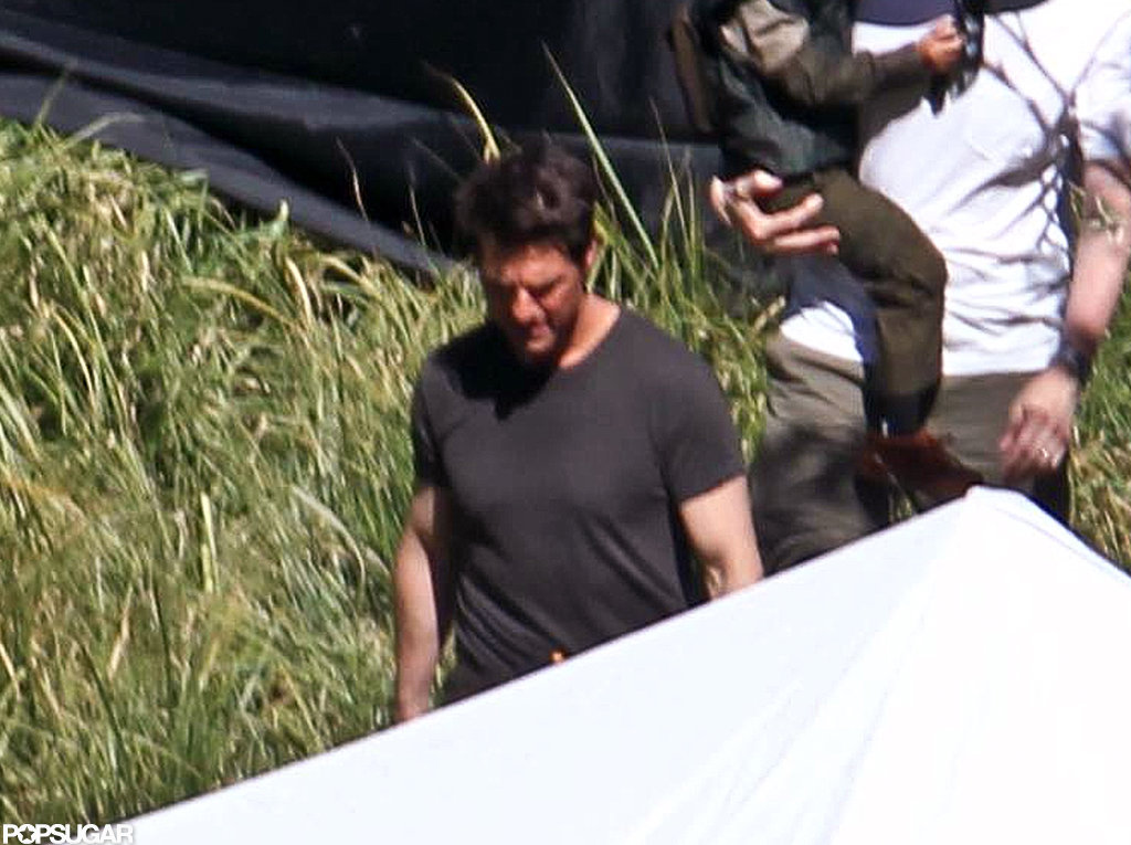 Tom Cruise walked around on the Oblivion set in CA.