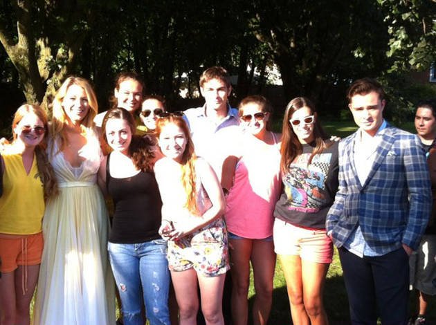 Ed Westwick, Chace Crawford, and Blake Lively met fans on the Gossip Girl set. Source: Twitter user AllieHecht