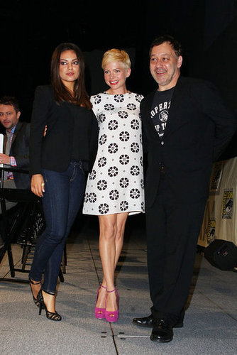 Mila Kunis, Michelle Williams, and Sam Raimi posed together at Comic-Con.