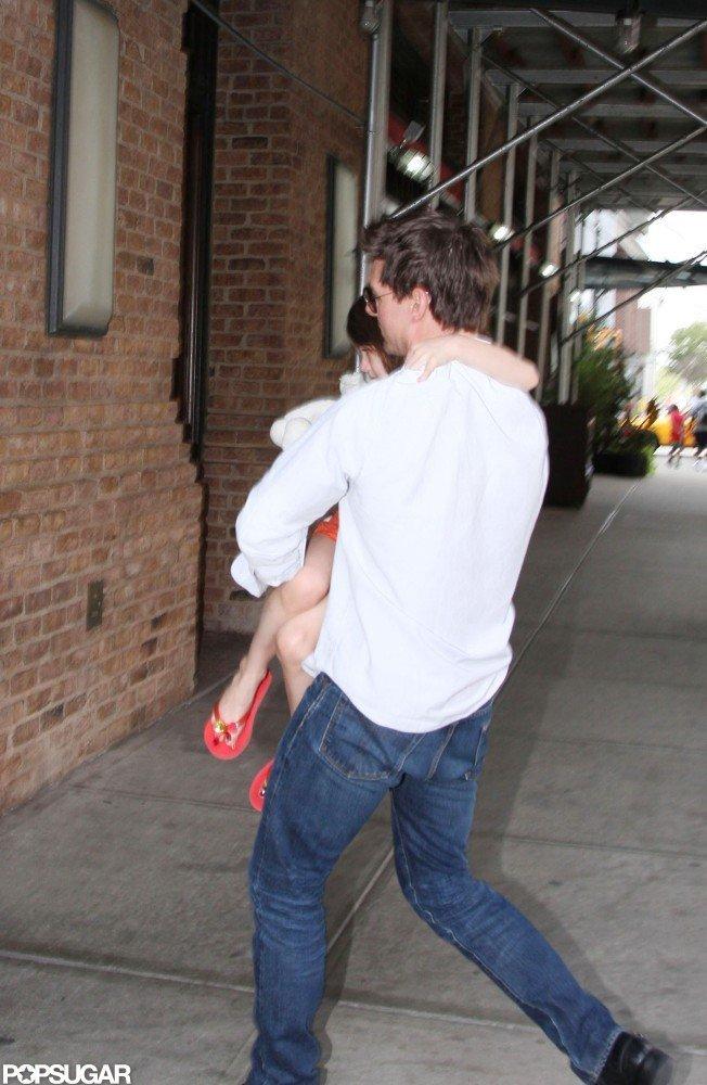 Tom Cruise Reunites With Suri in NYC