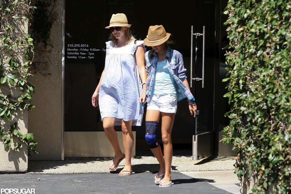 Reese Witherspoon and Ava stopped by a nail salon.