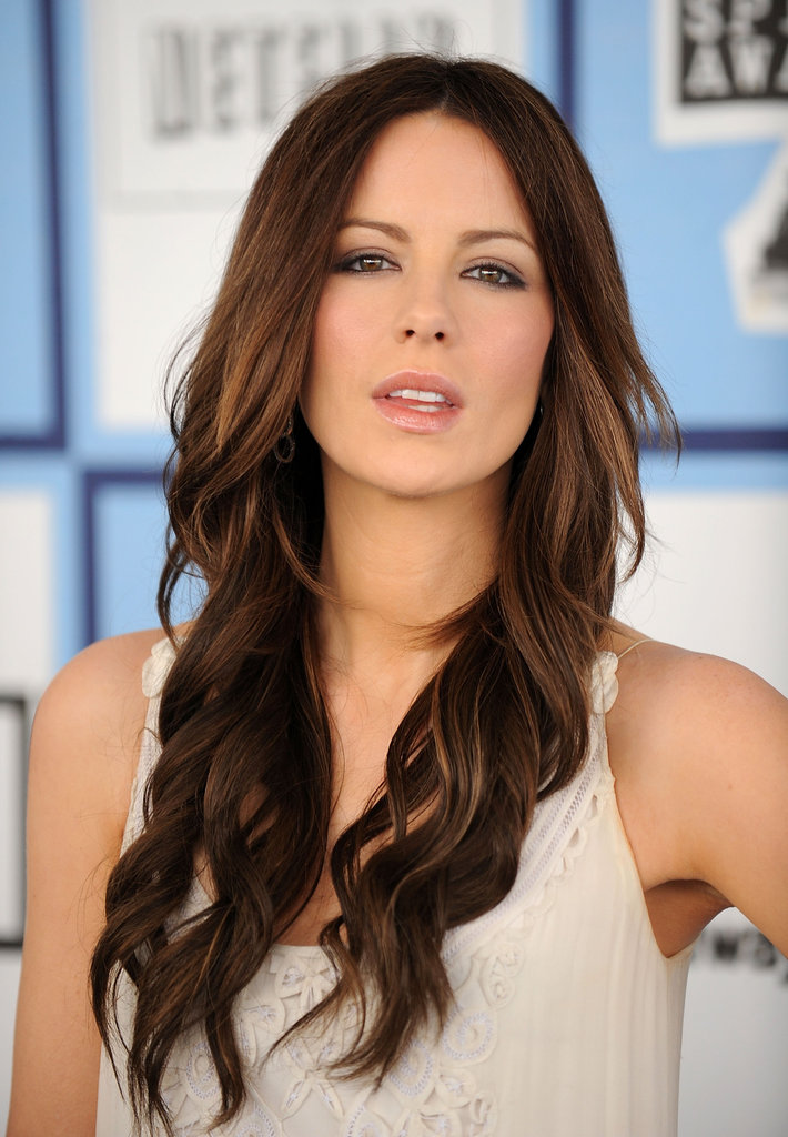 Kate Beckinsale posed seductively in February 2008 at the Independent Spirit Awards in LA.