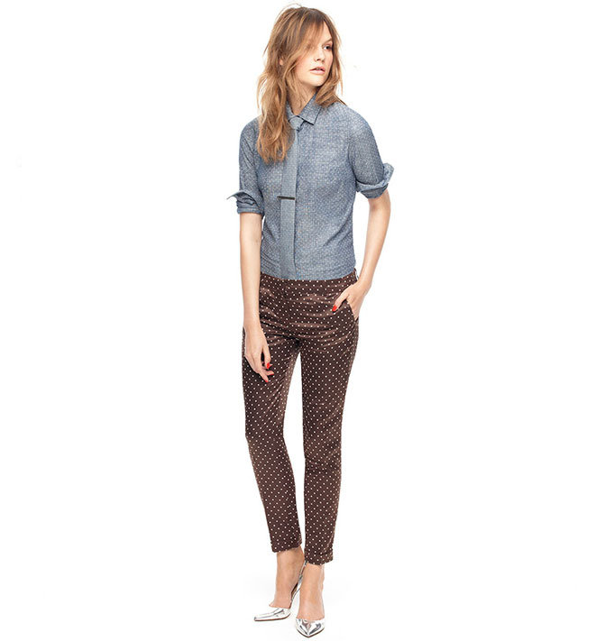 Amazing how this borrowed-from-the-boys look gets femininity and polish from a few key details, like a slim-fit, printed pant, and metallic sheen on your heels. This is a reminder to get creative with your office gear.