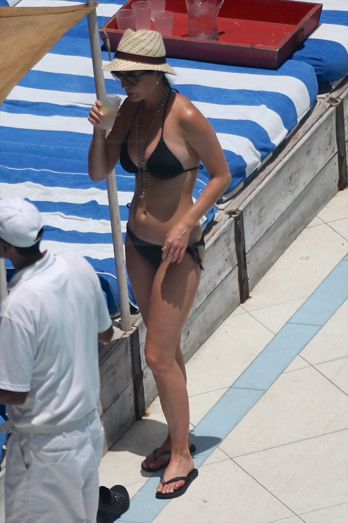 Katy Perry showed off her hot body in a black bikini in Miami on July 26.