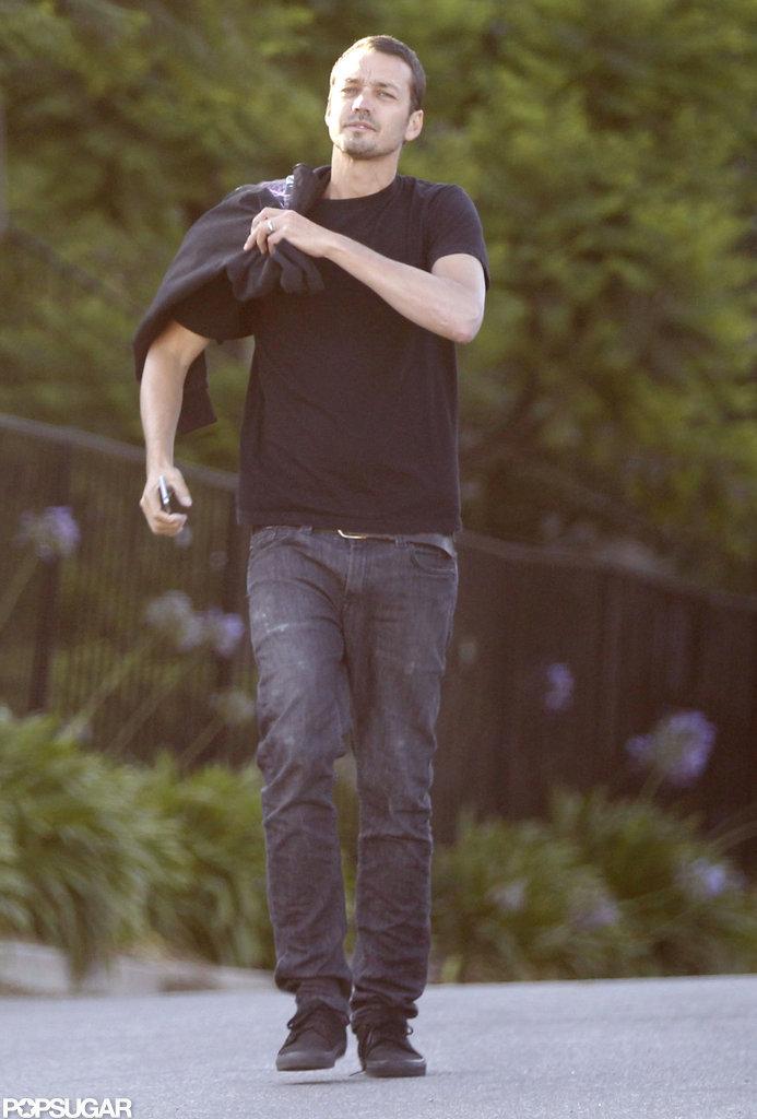 Rupert Sanders wore a black shirt to meet up with Kristen Stewart.