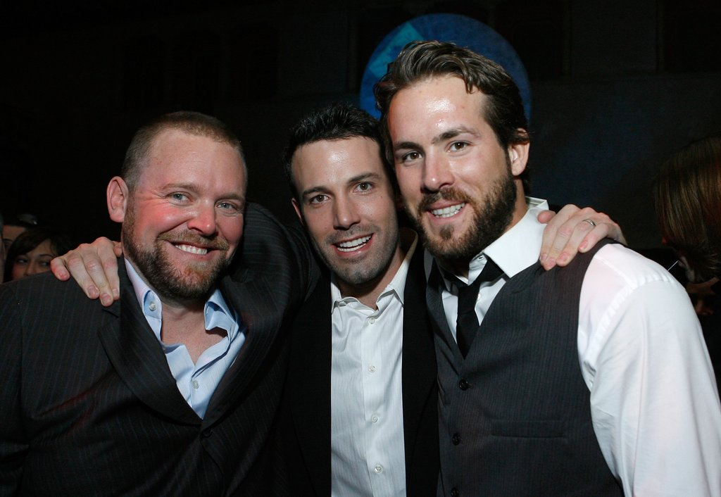 Ben Affleck hung out with pal Ryan Reynolds at the January 2007 LA premiere of Smokin' Aces.