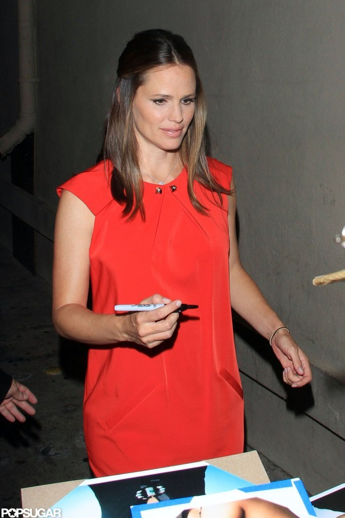 "Jennifer Garner Jokes About ""Junk"" on Jimmy Kimmel"