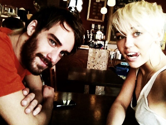 Miley Cyrus hung out with a friend. Source: Twitter user MileyCyrus