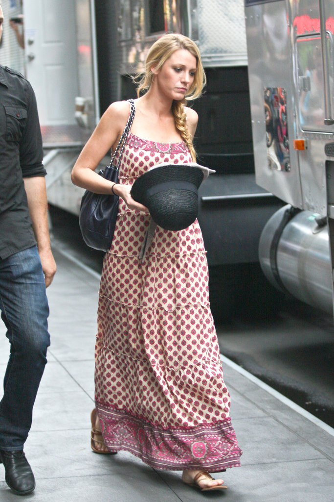 Blake Lively carried a black hat on the set of Gossip Girl in NYC.