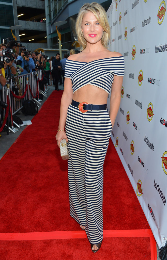 Ali Larter stepped onto the red carpet showing off her abs in a two-piece outfit at the Bachelorette premiere in LA.