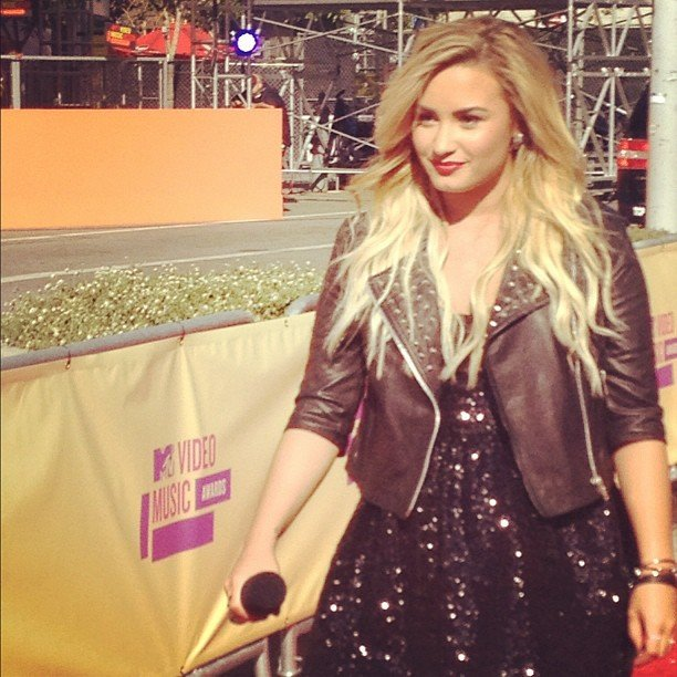 Demi Lovato wore an all-black ensemble to perform.  Source: Instagram user PopSugar