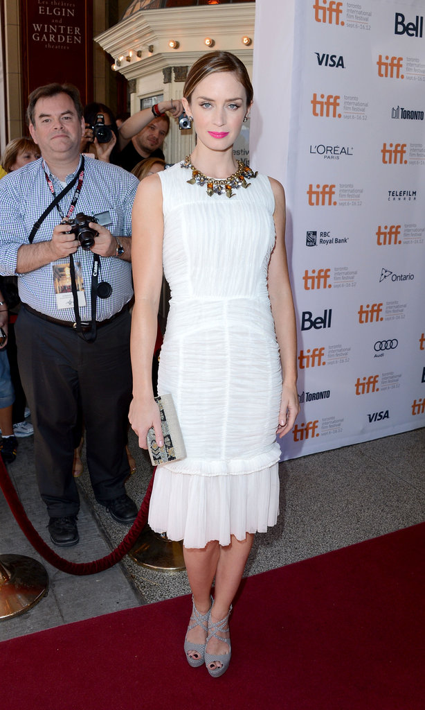 Emily Blunt took the Green Carpet Challenge for the Arthur Newman premiere. Instead of red Roland Mouret, she stepped out in a white Tory Burch flared-hem dress with grey strappy JustFab heels.