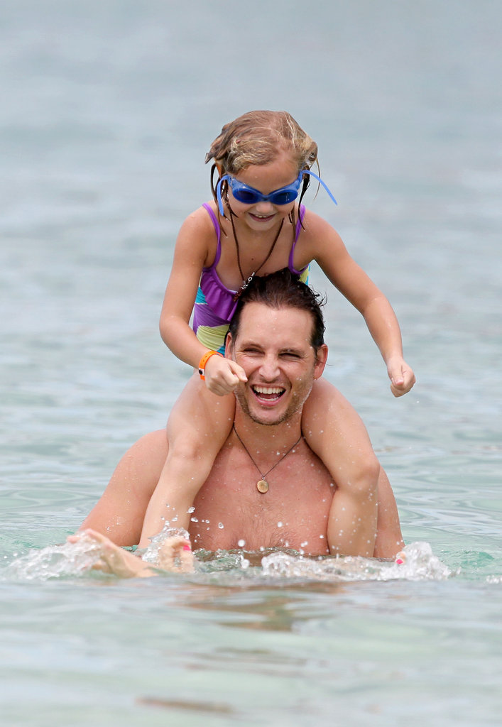 Peter Facinelli spent time with his daughters on vacation in Hawaii.