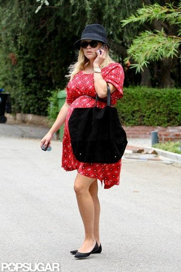 Pregnant Reese Witherspoon covered her baby bump.