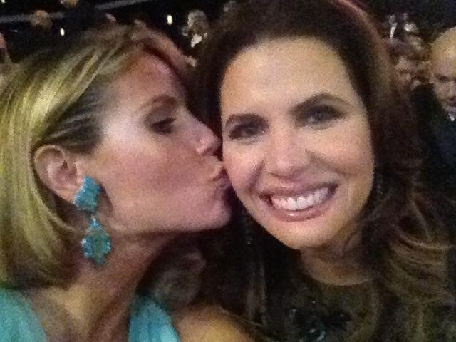 Heidi Klum shared a kiss with a friend during the telecast. Source: Twitter user heidiklum