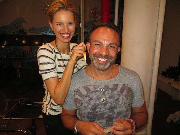 Karolina Kurkova gave her hairstylist a trim. Source: Twitter user karolinakurkova