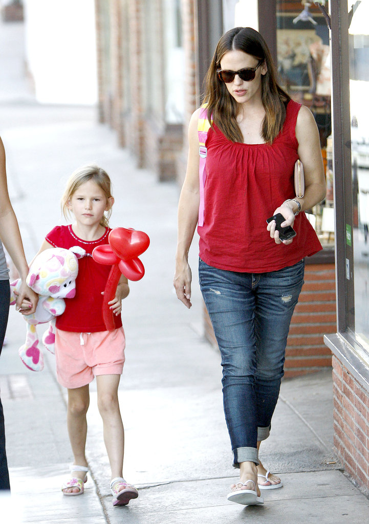 Jennifer Garner took Violet Affleck out for an afternoon together in LA.