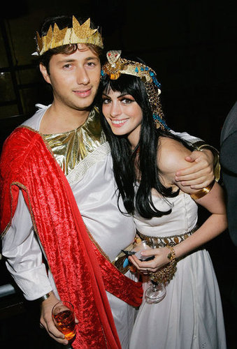 Raffaello Follieri and Anne Hathaway coordinated their 2004 costumes at an NYC party.