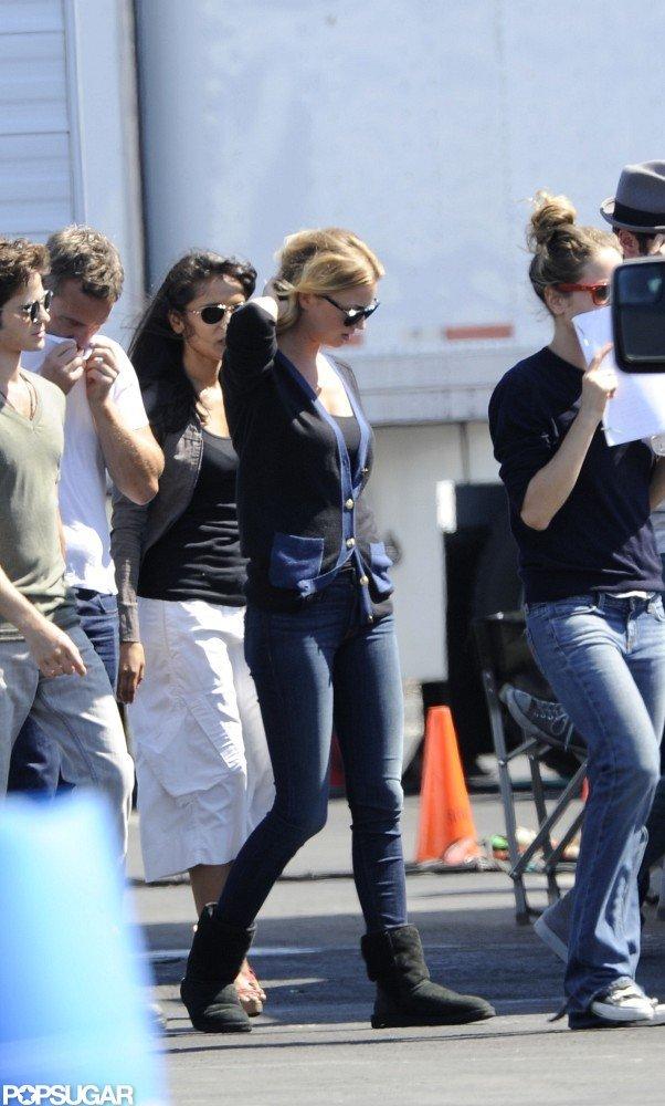 Emily VanCamp walked onto the set of Revenge in LA.