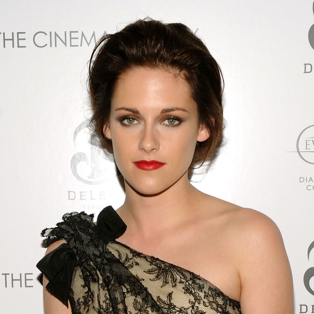 We think Kristen looked stunning with her hair back in this nonchalant bun in November 2010.