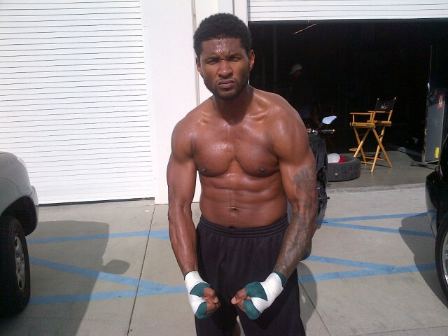 We got a good hard look at Usher's physique when he shared a photo of himself at the gym in 2012. Source: Twitter user UsherRaymondIV