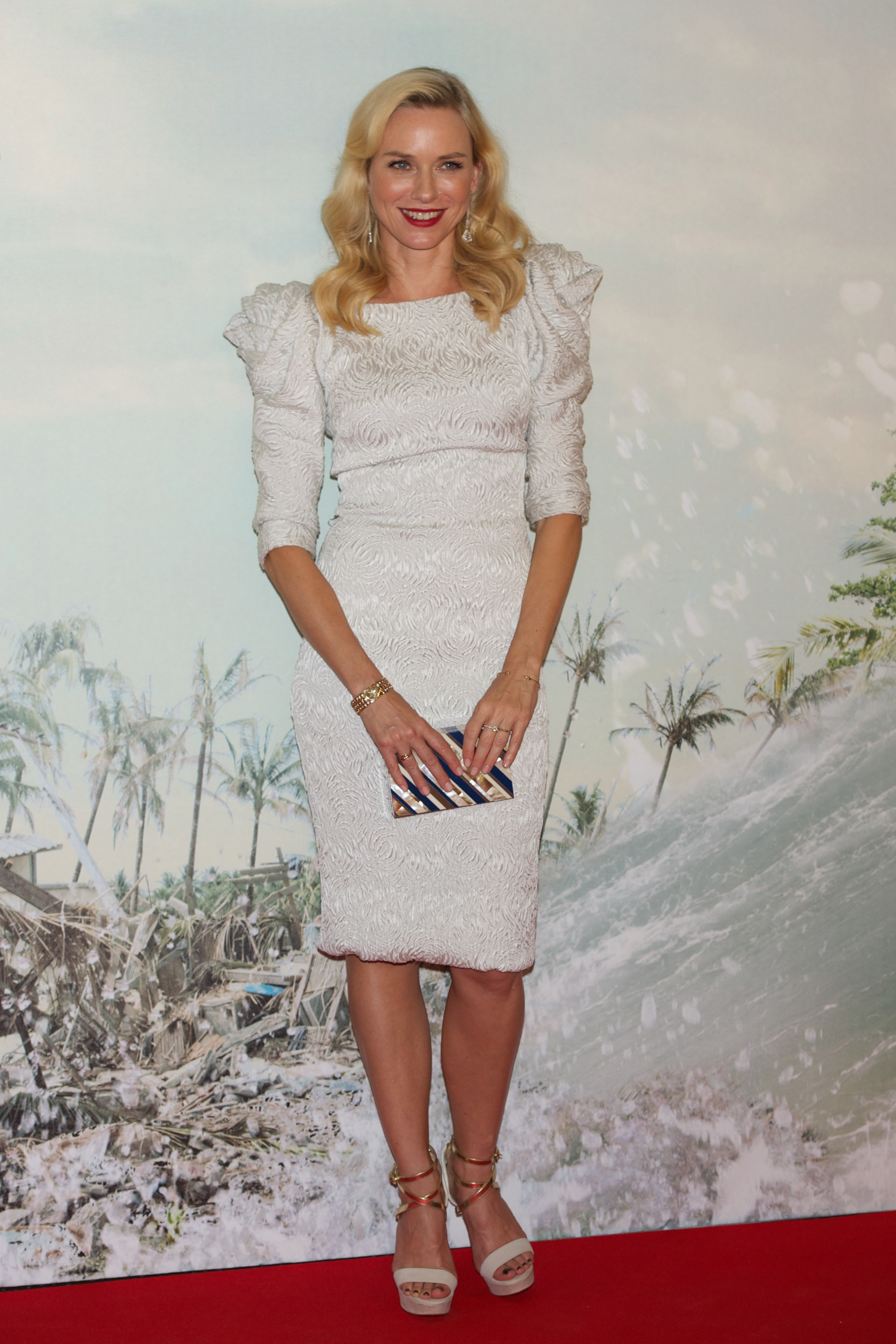 Naomi Watts chose a white dress for her red carpet premiere.