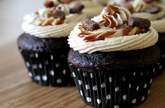 Heath Bar Crunch Cupcakes