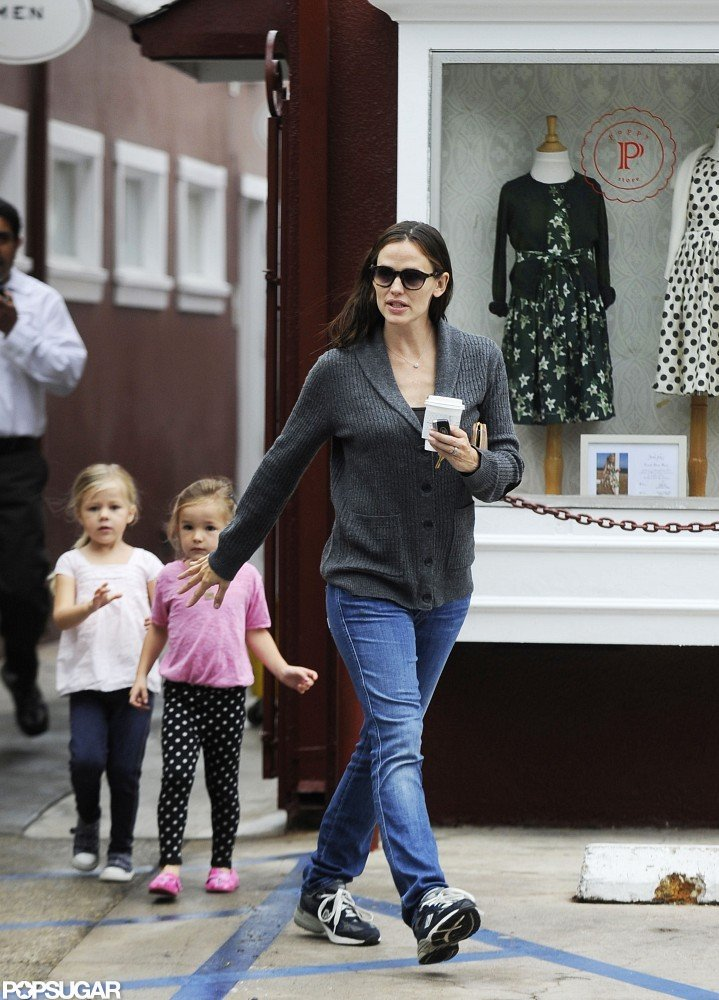 Jennifer Garner reached for Seraphina's hand during a coffee run in LA.