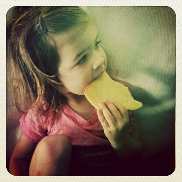 Harper Smith enjoyed a cookie from one of mom Tiffani Thiessen's favorite shops. Source: Instagram user tathiessen