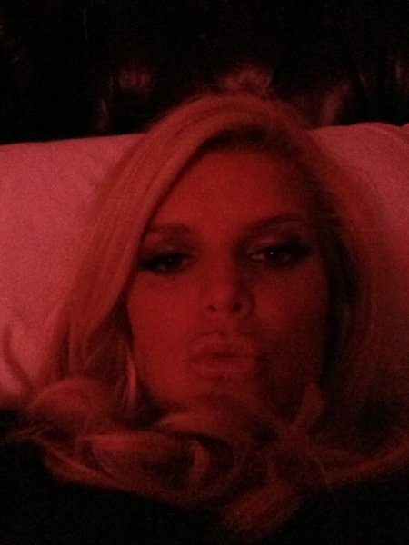 Jessica Simpson blew a kiss to her fans before bed. Source: Twitter user JessicaSimpson