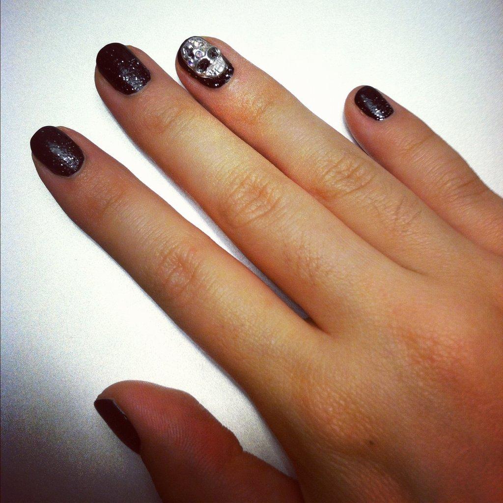 Skull nail art for halloween popsugar beauty - Nail art halloween ...