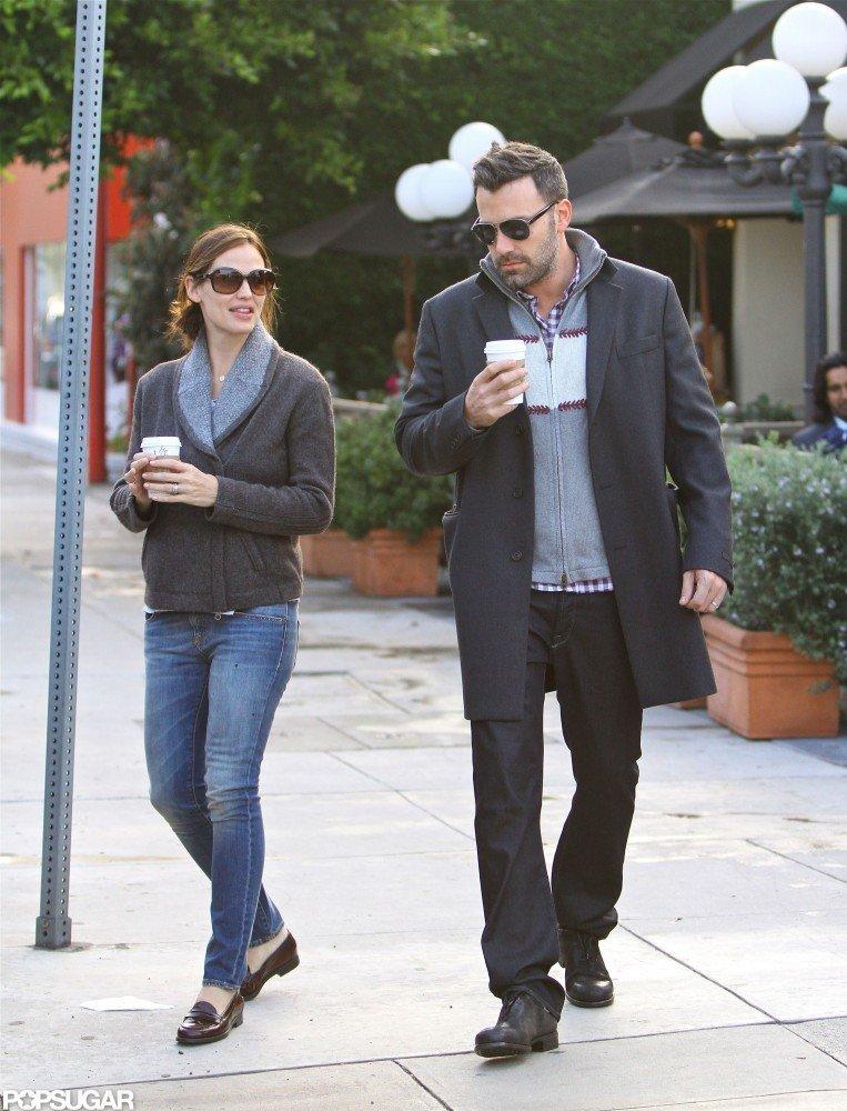 Jennifer Garner and Ben Affleck stopped for hot drinks.