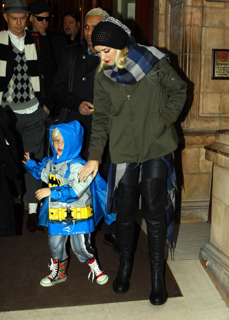 Gwen Stefani kept Zuma Rossdale close as they left their hotel.