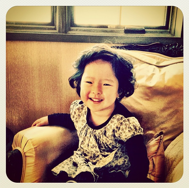 Naleigh Kelley got a curly new hairdo, and her mama wanted to show it off! Source: Instagram user katiemheigl