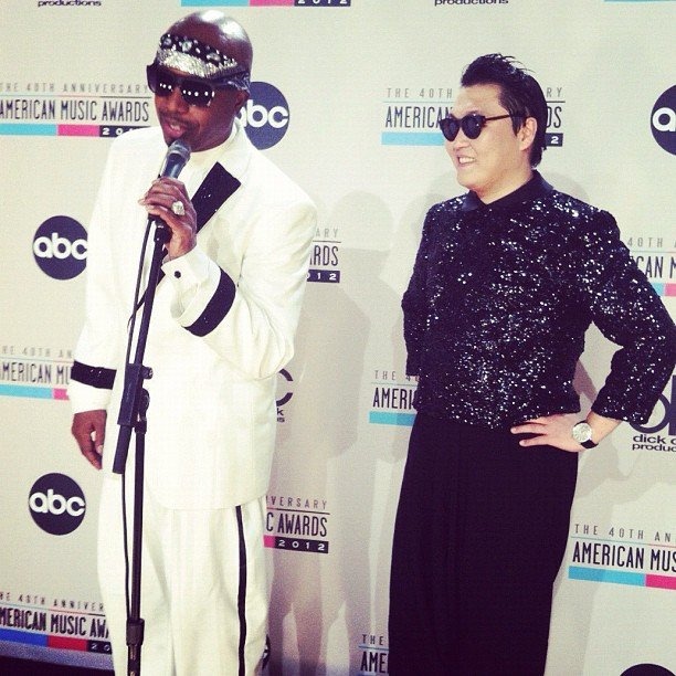 MC Hammer joined Psy in the press room. Source: Instagram user billboard