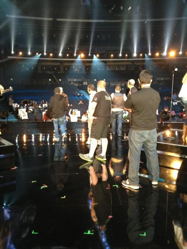 Carrie Underwood snapped a pic during her AMA rehearsal in LA. Source: Twitter user carrieunderwood