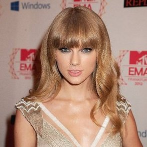 Taylor Swift in Pink Lipstick