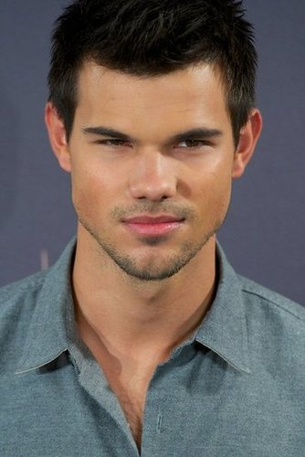 Taylor Lautner smiled for photos at the Breaking Dawn —Part 2 photo call in Madrid.